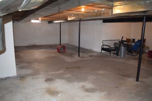 flooded-basement-clean-out-after